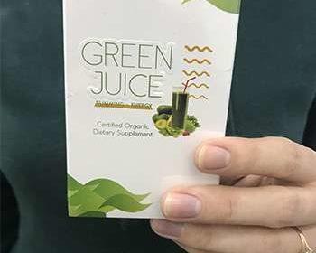 Green Juice в руках мужчины